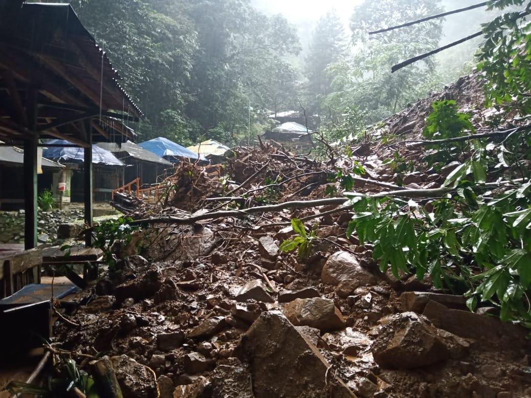 Waspada, Tanah Longsor Terjang Objek Wisata Curug Cigentis
