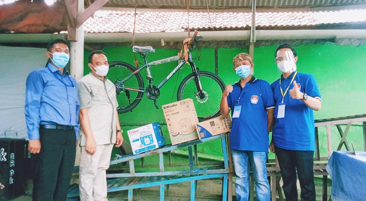 Kreatif, Optimalkan Partisipasi Pemilih, Panitia 11 Desa Kiarapayung Sediakan Doorprize Menarik