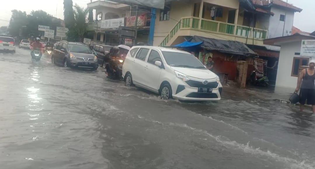 J.P.K.P Karawang Duga Drainase Buruk Penyebab Jalan Protokol Karawang Mudah Banjir