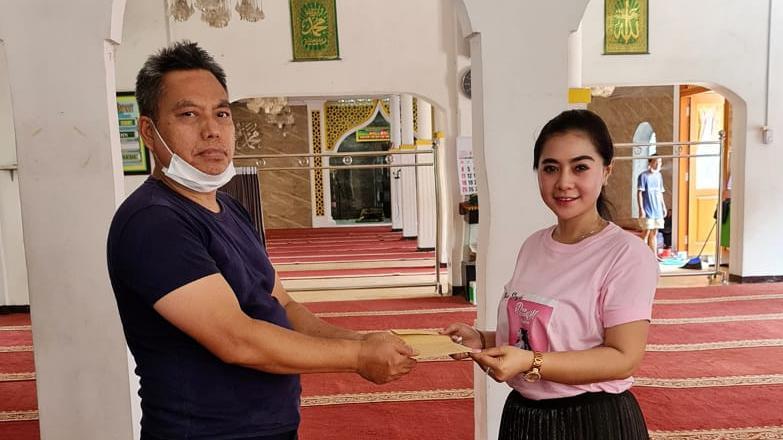 Sambut Ramadan, Penyanyi Asal Bogor Okha Duo Queen Jariyah Kepada Puluhan Masjid dan Musola