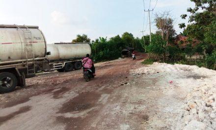 Warga Keluhkan Armada PT Wangda Bikin Rusak Jalan Desa