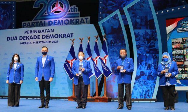 Demokrat Anugrahkan Penghargaan Untuk 35 Senior Partai