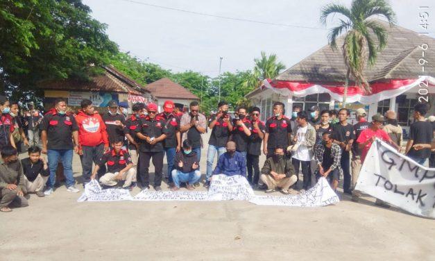Ontrog Kantor Kecamatan Jayakerta, Sejumlah Ormas dan LSM Teriakan Penolakan TPST