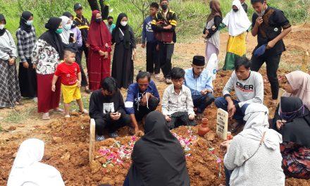 Remaja Ini Tewas Diduga Korban Keracunan Massal di Kampung Boneka
