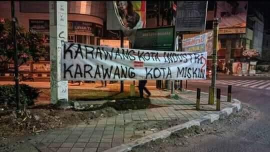 Kritik Karawang Miskin Ektrem, Aksi Spanduk 'Vandalisme' Bertebaran